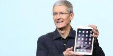 Le PDG d'Apple Tim Cook, présentant la nouvelle génération d'iPad mi-octobre.