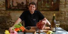 Ancien chercheur en biologie, Bruno Stirnemann cuisine, chez lui ou chez ses clients, des menus très pointus