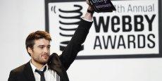 Fondateur de Mashable, Pete Cashmore, à l'âge canonique de 28 ans, repère les nouvelles pousses et les fait connaître. Il vient de lever 14 millions de dollars pour développer son media en ligne... (ici, à New York, en 2010 aux Webby Awards pour recevoir le prix du Best Business Blog.
