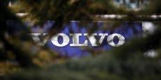 En France, 160 salariés sur 518 qui travaillent dans la branche informatique de Renault Trucks (groupe Volvo) vont ainsi devoir changer d'employeur, indique le syndicat CFE-CGC.