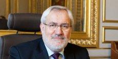 Jean-Marc Todeschini serait celui qui a ses entrées à l'Elysée et qui murmure à l'oreille du président, selon Le Républicain lorrain.