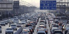 Embouteillages monstres et hyper-pollution, deux réalités inquiétantes et fréquentes de la vie quotidienne dans la capitale chinoise.