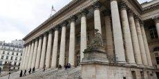 La Bourse de Paris a poursuivi sa forte baisse, se rapprochant du seuil des 4.000 points.