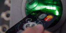 La progression de l'utilisation de ce moyen de paiement pourrait se poursuivre à l'avenir, encouragée par les dernières décisions de Bruxelles, plafonnant les commissions que les banques s'appliquent entre elles lors des paiements par carte bancaire