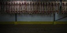 Il y a au niveau européen une réglementation qui prévoit des représentants pour la protection animale dans chaque abattoir, a fait observer Stéphane Le Foll.