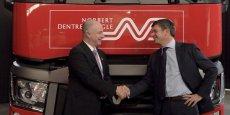 A gauche, Bruno Blin, président de Renault Trucks. A droite, Hervé Montjotin, président du directeur de Norbert Dentressangle.