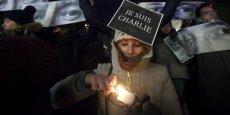 A New-York, plus de mille personnes et notamment des expatriés, se sont réunis mercredi en hommage aux victimes de l'attentat contre Charlie Hebdo.
