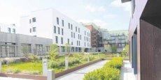 Le quartier d'Humanicité et l'hôpital Saint-Philibert s'étendent sur une surface de 15 hectares au coeur du site de Tournebride qui représente au final un potentiel d'urbanisation de 130 hectares. À terme, Humanicité abritera 900 logements répartis en six ilots.