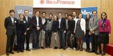Photo de groupe mercredi 14 janvier, au Conseil régional d'Ile-de-France, en compagnie des finalistes, du jury au complet, et du vice-président de la Région, Jean-Paul Planchou (2e en partant de la droite).