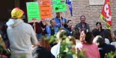 Les représentants syndicaux manifestaient ce matin devant la Mairie