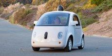 Les constructeurs automobiles historiques devront composer avec de nouveaux acteurs comme Google qui présente ici sa Google-car, un prototype de voiture autonome.