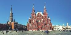 Saint-Pétersbourg et Moscou (ici, la Place Rouge avec vue sur le Musée historique) concentrent toujours la majorité des regards (près de 90% des séjours), mais de plus en plus de touristes français partent à la découverte de l'immense territoire russe.