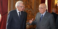 Sergio Mattarella (à gauche) en 2011, en compagnie de Giorgio Napolitano, à qui il succède au poste de président de la République italienne.
