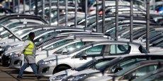 PSA Peugeot Citroën a progressé de 2,6% en janvier 2015 grâce à une envolée de Peugeot, tandis que le groupe Renault reculait de 3,3%.