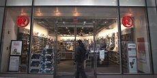 Selon l'accord signé avec le fonds d'investissement new-yorkais Standard General, RadioShack va lui céder 2.400 de ses 4.000 magasins en Amérique du nord (Etats-Unis et Mexique).