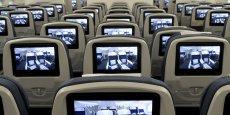 Des écrans ont été installés devant chaque rangée de sièges. Au moment du décollage, les passagers ont découvert leurs proches sur les écrans leur expliquant comment attacher leur ceinture et enfiler le masque à oxygène.