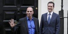 Yanis Varoufakis (à gauche) et George Osborne (à droite), les ministres des Finances grecs et britanniques.