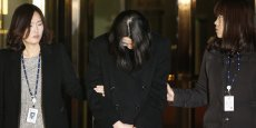À 40 ans, la prévenue, qui avait plaidé non coupable, est également accusée d'avoir agressé le chef de cabine.