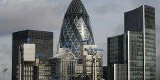 La City de Londres est le quartier d'affaires situé au coeur de Londres. Le quartier d'affaires de Canary Wharf est plus récent et plus excentré.