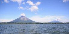 Une vue de l'île Ometepe, sur le lac Nicaragua et, en arrière-plan, le volcan Concepción, toujours actif. Le site figure sur le tracé du futur canal des deux océans.