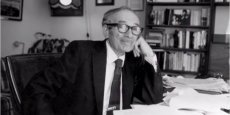 Doyen de Wall Street, Irving Kahn aurait développé le concept de marge de sécurité.