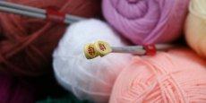 Bergère de France fabrique du fil à tricoter depuis près de 70 ans, qu'elle vend principalement par correspondance via Internet et des catalogues.