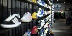 Après s'être fait mesurer le pied par des machines high-tech, le consommateur pourra commander et faire fabriquer directement dans la boutique la chaussure de son souhait.