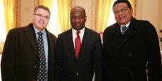 Gilles Mougin, PDG de SFRI, Pierre de Gaétan Njikam-Mouliom, adjoint au maire de Bordeaux, et le professeur Jean-Louis Essamé Oyono
