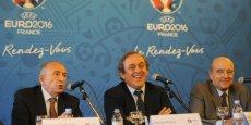 Michel Platini, président de l'UEFA aux côtés des maires de Lyon et Bordeaux, Gérard Collomb et Alain Juppé.