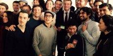 Emmanuel Macron et Jyrki Katainen au milieu de startuppers au Numa.