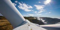 Prévu pour se terminer en juillet, le calendrier du montage des éoliennes dépend des conditions météorologiques.