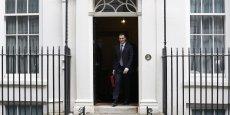 George Osborne, chancelier de l'échiquier, sort du 10, Downing Street.