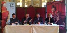 Guillaume Deglise, Pierre Goguet (Vinexpo), Pierre Descazeaux et Bénédicte Pellerin (Air France) ont signé l'accord de partenariat liant Vinexpo à Air France