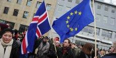 Les Islandais contestent à 63% la décision du gouvernement de centre droit de retirer la candidature du pays à l'Union européenne. Le 15 mars, les Islandais ont manifesté comme jamais depuis le scandale de la faillite spectaculaire de la banque Icesave en 2008.