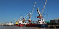 Le port de Bordeaux traite entre 8 et 9 millions de tonnes de marchandises par an.