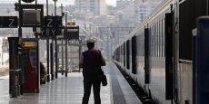 Depuis 12 ans, Charles Simon reçoit son salaire sans sortir de chez lui. Le cadre se considère placardisé par son employeur, la SNCF.