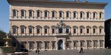 Le palais Farnèse, à Rome. La restauration de la galerie des Carrache qu'il abrite est typiquement un projet dont le financement relève de la philanthopie. En la matière, entre l'institution ou l'association qui reçoit les dons et les donateurs plus ou moins fortunés, un intermédiaire a su s'imposer : la banque privée.