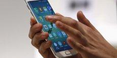 Toutefois le géant sud-coréen espère rebondir avec un chiffre d'affaires en hausse au second trimestre, porté par les ventes de son Galaxy S6 et son modèle à écran incurvé, le S6 Edge.