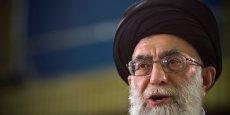 Malgré la conclusion d'un accord sur le programme nucléaire iranien, le guide suprême du pays, l'ayatollah Ali Khamenei, ne compte pas s'effacer derrière les puissances occidentales. Il a affirmé haut et fort, ce samedi, que son pays poursuivrait sa politique face aux Etats-Unis et son soutien à ses amis dans la région.