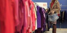 Chaque année, 640.000 tonnes de textiles, linge de maison et chaussures sont commercialisées en France, soit 9,5 kg ou 42 pièces par habitant.