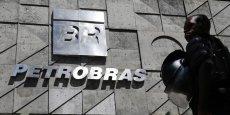 Dilma Rousseff très fragilisée au Brésil par le vaste scandale de corruptions de Petrobras