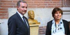 La sculpture a été érigée par l'artiste Madeleine Tezenas du Montcel (à droite).
