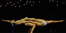 Fondé en 1984, le Cirque du Soleil, connu pour ses spectacles à Las Vegas et pour ses tournées dans le monde entier, a son siège au Canada.