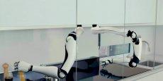 Intégré à une cuisine entièrement automatisée, le robot-chef sera commercialisé en 2017.