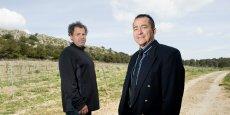 Jean-Noël Lapeyre (chef de culture à Pech Rouge) et Laurent Torregrossa, enseignant chercheur à Montpellier SupAgro, sur la parcelle expérimentale de l'Inra Pech-Rouge.