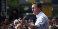 Contrairement à ce que les sondages prédisaient, David Cameron a été largement réélu au 10, Downing Street.
