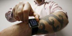 À cause de l'encre, la montre ne percevrait pas qu'elle est portée et n'afficherait donc pas les nouveaux messages, les mails ou encore les avis Facebook.
