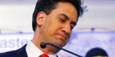 Ed Miliband et les autres chefs de file des principaux partis britanniques jettent l'éponge après leur défaite.
