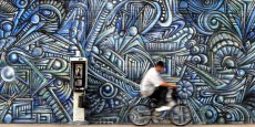 A Los Angeles, l'art est partout, même dans les rues, notamment grâce aux murals, immortalisés sur la pellicule d'Agnès Varda en 1980 (Mur Murs).