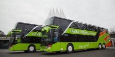 Selon les calculs de Flixbus France, ses partenaires, c'est-à-dire les sociétés d'autocars françaises qui accepteraient de repeindre un autocar de leur flotte aux couleurs vertes de Flixbus - en échange de 80% des revenus générés - pourraient embaucher aux environs de 3.000 personnes. La libéralisation du transport par autocar dépend du vote du Parlement.
